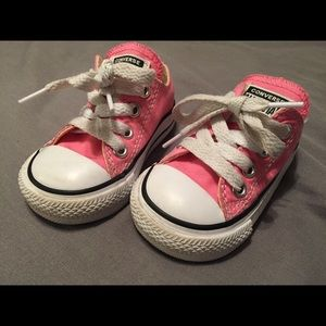 Pink converse 3t